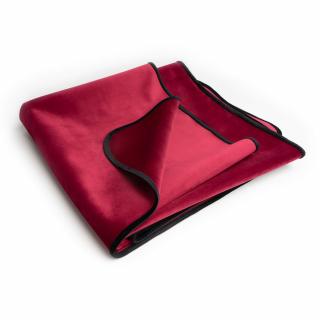 red throw / fabric sheet